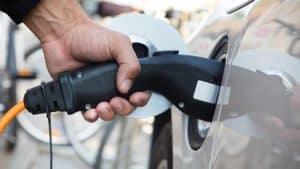 כמה עולה להטעין רכב חשמלי
